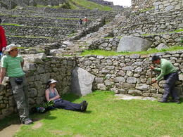 Guide explaining some things on Machu Picchu., Rodrigo E - December 2011