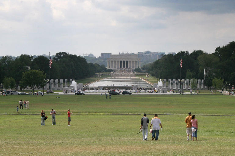 National Mall: WWII and Lincoln Memorials - Washington DC