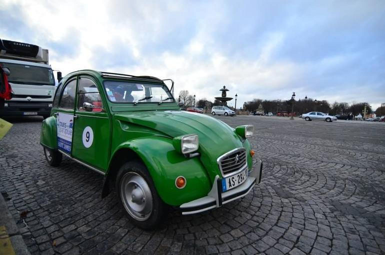 pretty 2CV with great driver cum guide - Paris