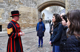 Beefeater explaining the ceremony - May 2013