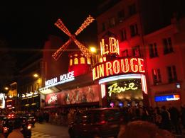 Photo of Paris Eiffel Tower, Paris Moulin Rouge Show and Seine River Cruise På väg in på Moulin Rouge