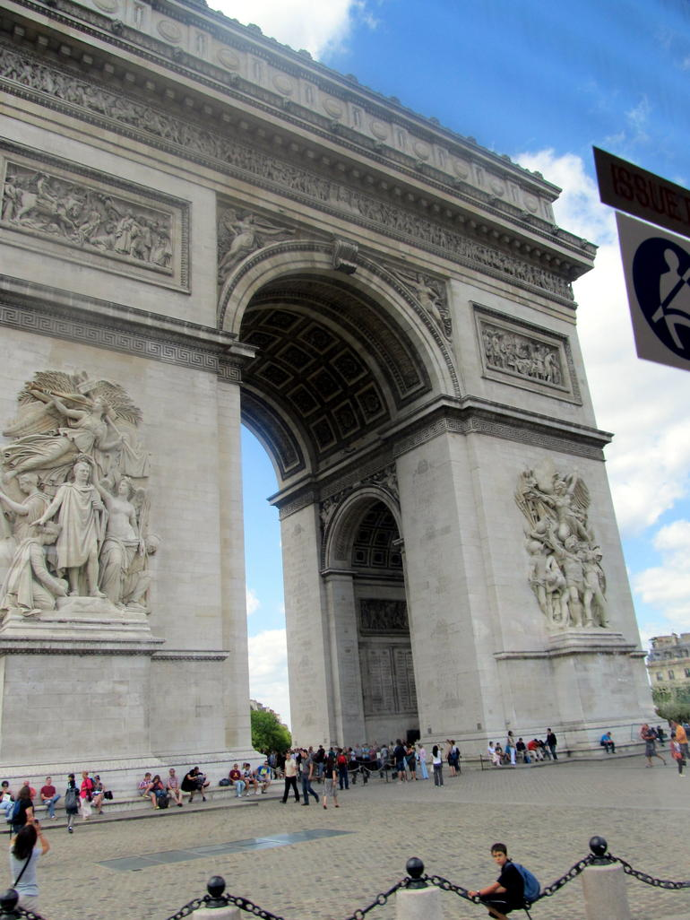 Paris - Arc de Triomphe - London