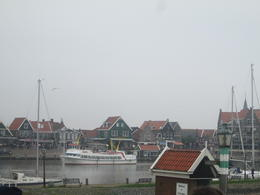 Photo of Amsterdam Zaanse Schans Windmills, Marken and Volendam Half-Day Trip from Amsterdam Au loin, Volendam