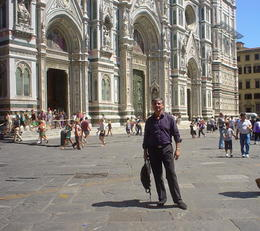 Walking at the Duomo taking advantage of one bus stop , Eddy - July 2011