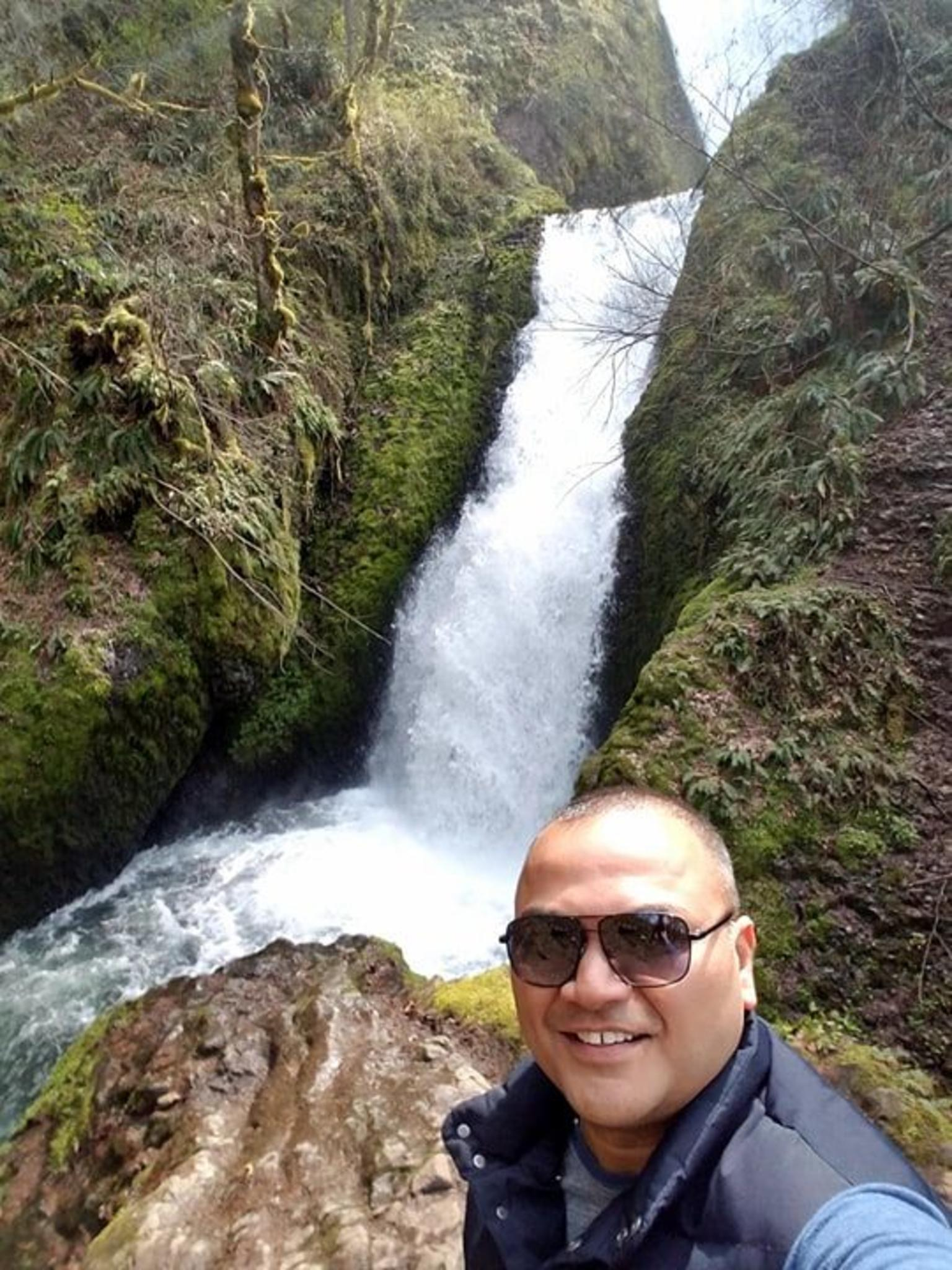 Columbia Gorge Waterfalls and Wine: All-Inclusive Afternoon Tour from Portland