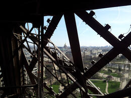 Photo of Paris Skip the Line: Eiffel Tower Tickets and Small-Group Tour Met de lift of met de trap?