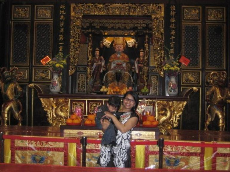 Nazo and Zinz inside the Chinese Temple in Singapore - Singapore