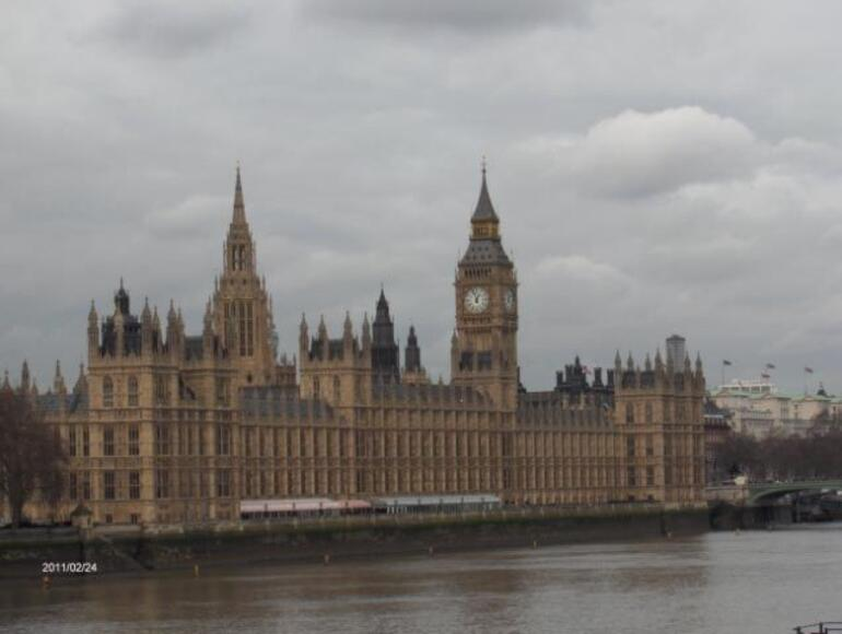 E - PARLIMENT, view from the tour bus - London