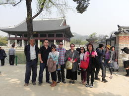 Photo of Seoul Korean Palace and Market Tour in Seoul Including Insadong and Gyeongbokgung Palace The tour group at Gyeongbokgung Palace