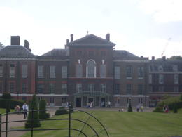 I snap this out side Kensington Palace. We been their to see the place , K H C - July 2014
