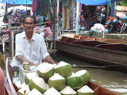 Photo of Bangkok Floating Markets of Damnoen Saduak Cruise Day Trip from Bangkok Coconut seller