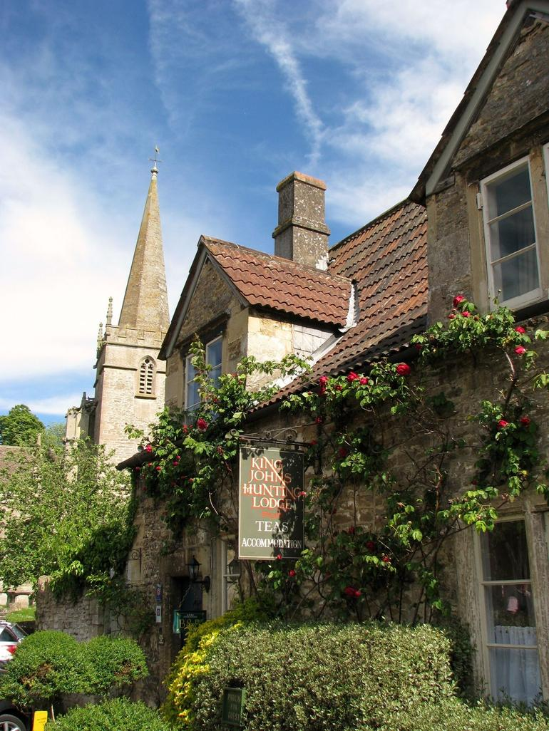 King Johns hunting lodge in Lacock, England - London