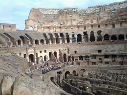 Photo of Rome Skip the Line: Ancient Rome and Colosseum Half-Day Walking Tour l'intérieur du Colisée
