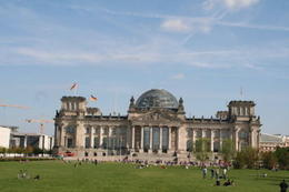 Photo of the Reichstag taken from the Hop-on-Hop-off bus. , George A - September 2013