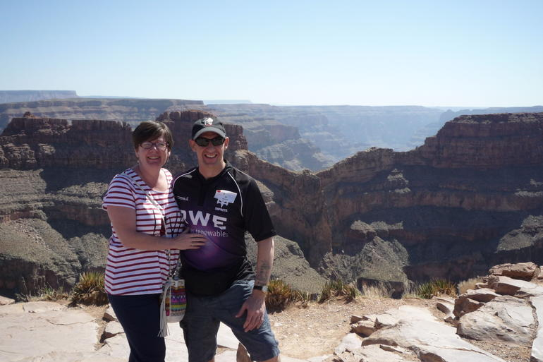 Diane+Kerry at the grand canyon skywalk,Las Vegas.