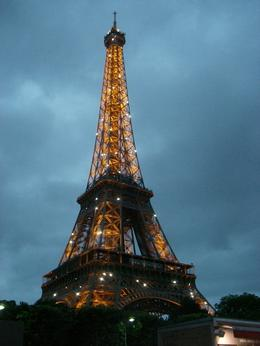 Photo of Paris Eiffel Tower, Paris Moulin Rouge Show and Seine River Cruise Eiffeltårnet med lysshow