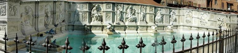 Sienna fountain in square - Florence