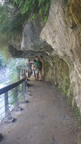 Photo of Taipei Taroko Gorge Full-Day Tour from Taipei Walking on the rocks