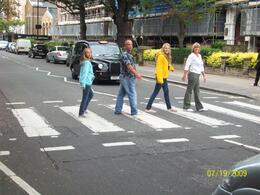 London Rock 'n Roll tour: Crossing Abbey Road with my family, Christopher M - July 2009