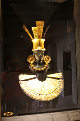King's gold jewelry at the Larco Museum , Douglas S - April 2016