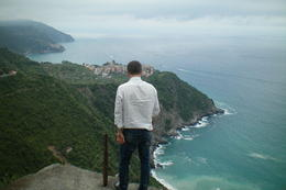 Yes, he is standing on a ledge. Its a straight drop , Michelle C - June 2012