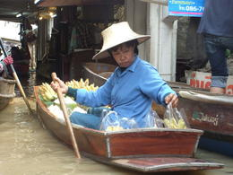 Photo of Bangkok Floating Markets of Damnoen Saduak Cruise Day Trip from Bangkok Banana seller