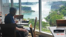 Buffet lunch was in the 12th floor of Sheraton Hotel, just in front of the falls. Magnificent views and good food. El almuerzo buffet fue en el piso 12 del Sheraton Hotel, justo frente a las ... , Sandra V - September 2015