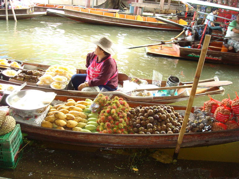 Floating market in Damnoen - Bangkok