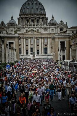 Photo of   last Sunday of the month. People jampacked in Vatican City
