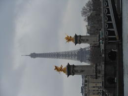 Foto von London Luxury Paris Day Trip with Champagne Lunch on the Eiffel Tower View from Seine River Cruise.