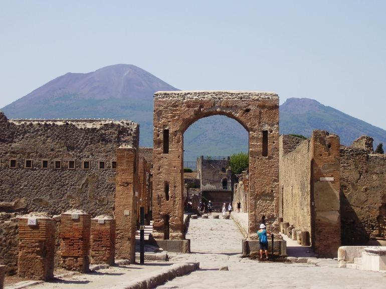 Cool Arch in Pompeii Ruins - Rome