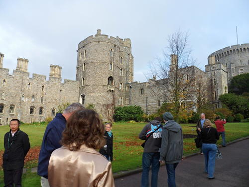 http://cache.graphicslib.viator.com/graphicslib/media/90/windsor-castle-photo_1790352-500x375.jpg