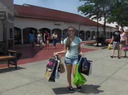 Photo of New York City Woodbury Common Premium Outlets Shopping Tour Todo por los mismos USD 100