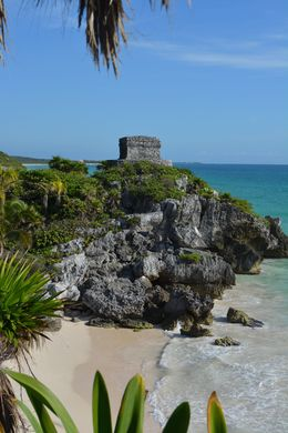 Tulum sits right over the beach and is beautiful , Boomeroo - December 2015