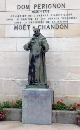 Statue before entering the House of Moet and Chandon , Margo - October 2013