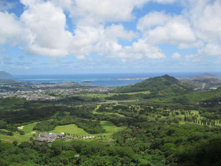 Nuuanu Pali Look Out - Oahu