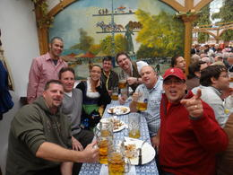 Foto von München Munich Oktoberfest Tickets and Tour Our Group Photo