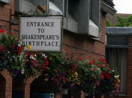 Entrance to Shakespeare's Birthplace - July 2008