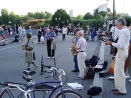 Photo of Paris Paris Night Bike Tour Ice cream and jazz