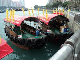 Tourist can have this wonderful sampan ride at Aberdeen , Evelyn Virador P - April 2013
