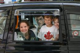 Jodey, Jamie and Tayler with Harry in the black top cab., Sandra S - August 2008