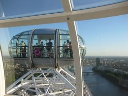 The wheel and capsule design is added bonus to the amazing London scenery. - September 2009