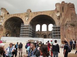Photo of Rome Skip the Line: Ancient Rome and Colosseum Half-Day Walking Tour passionné le gars