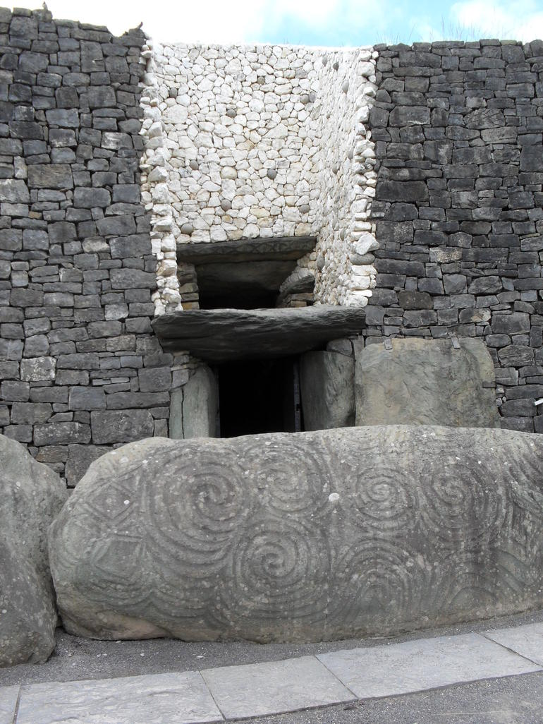Newgrange entry port - Dublin