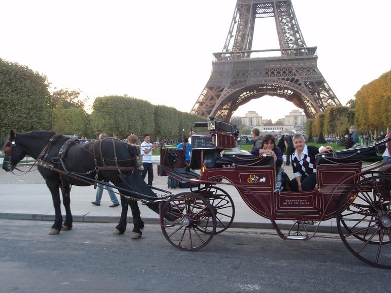 Romantic Horse and Carriage Ride through Paris - Paris