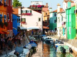 Typical Burano street , metahome - August 2015