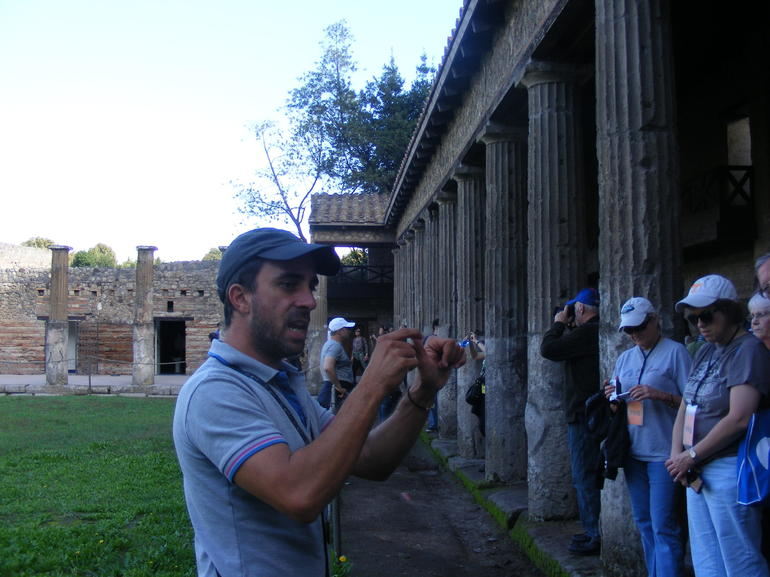 tour guide in action - Naples