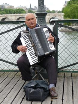 Accordion player on the windy Pont des Arts, Chou Fleur - October 2010