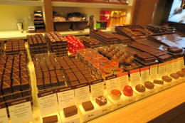 Chocolates and some of the finest desserts and the Very best Chhoclatieres in Paris , Lord Sebastian - January 2015