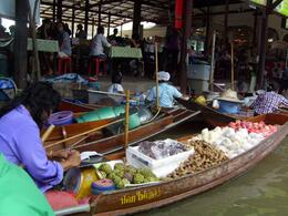 Photo of Bangkok Floating Markets of Damnoen Saduak Cruise Day Trip from Bangkok fruit seller